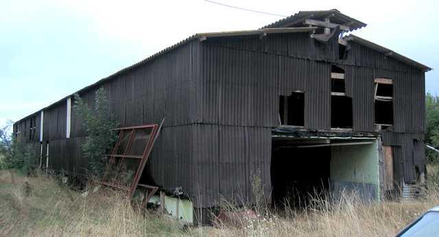 Hangar agricole ancien poulailler charpente bois bardage for Prix hangar agricole