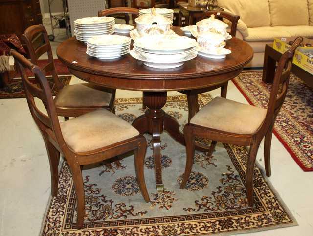 table ronde de salle a manger style anglais a fut central balustre godronne et