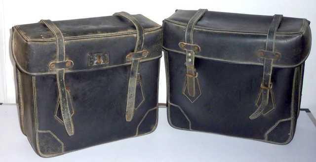 2 sacoches bmw gendarmerie en cuir vers 1970. Black Bedroom Furniture Sets. Home Design Ideas