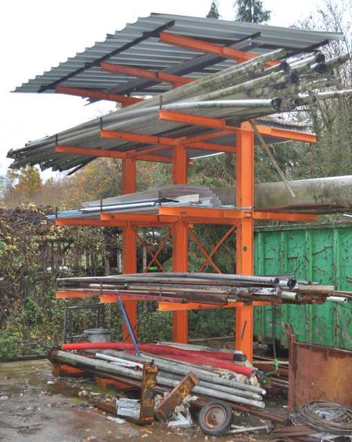 Contenu des racks porte a faux oranges ferraille diverse for Porte en ferraille