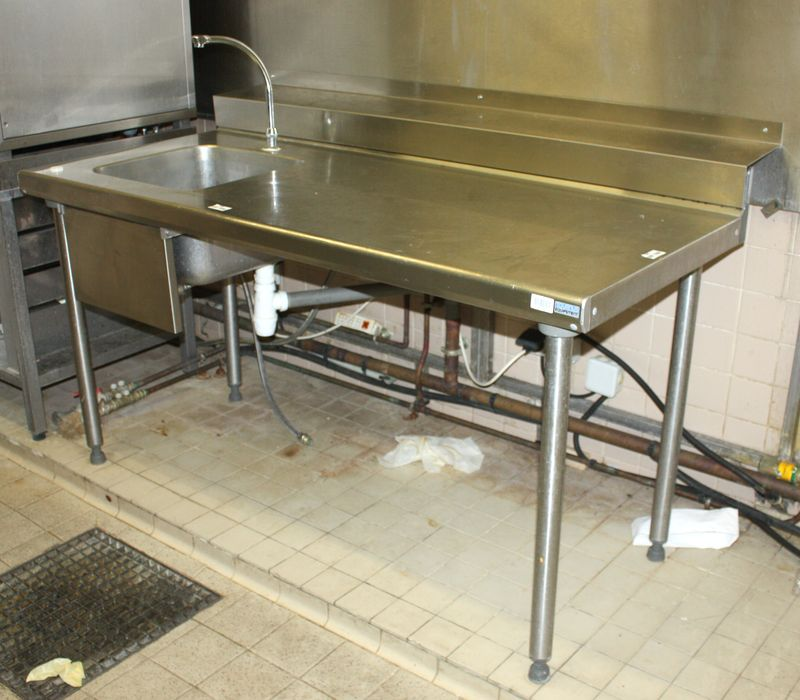 Table de preparation adossee avec evier bac et mitigeur en for Table inox avec evier