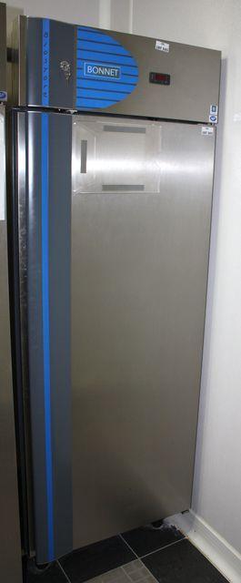 refrigerateur en inox de marque bonnet modele bio store neuf 198 cm 71 cm 85 cm avec clayettes et g. Black Bedroom Furniture Sets. Home Design Ideas