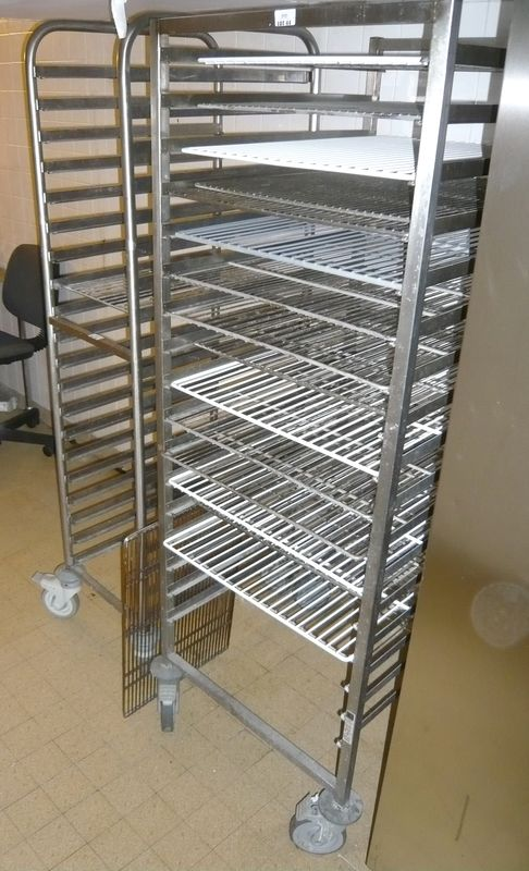 1 echelle en inox avec grilles sur roulettes haut 164 cm for Echelle cuisine inox