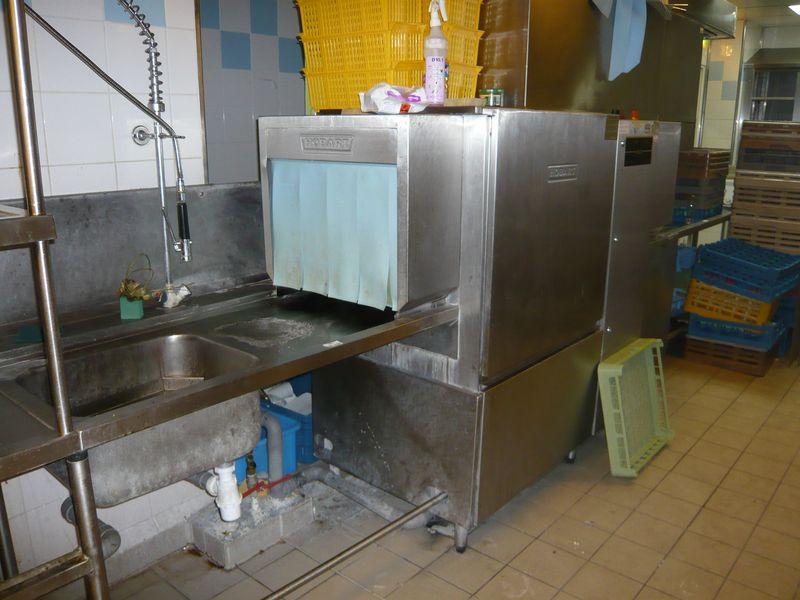 Tunnel de lavage de marque hobart avec 1 plonge et 1 for Plonge cuisine professionnelle