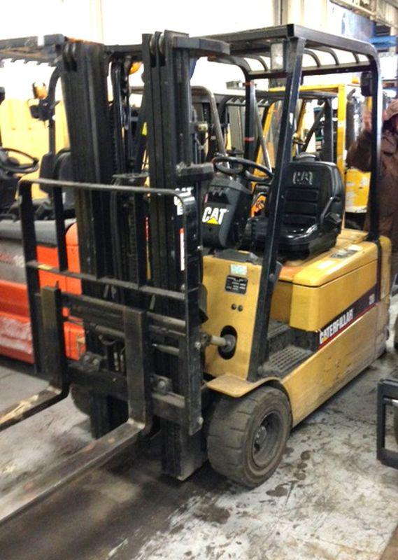 chariot elevateur caterpillar ep20kt 2000 kg. Black Bedroom Furniture Sets. Home Design Ideas