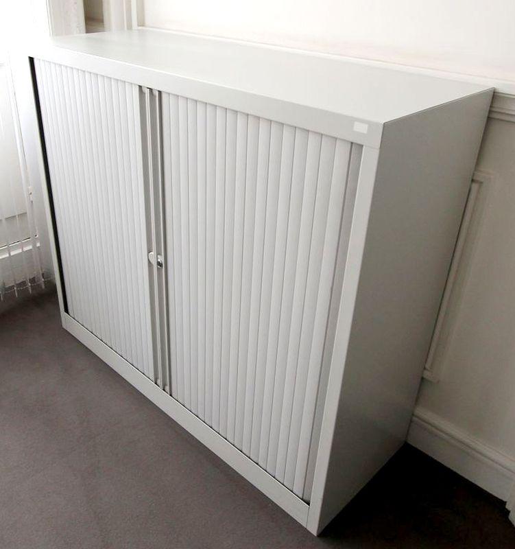 armoire metallique gris clair haut 130 cm larg 120 cm prof. Black Bedroom Furniture Sets. Home Design Ideas