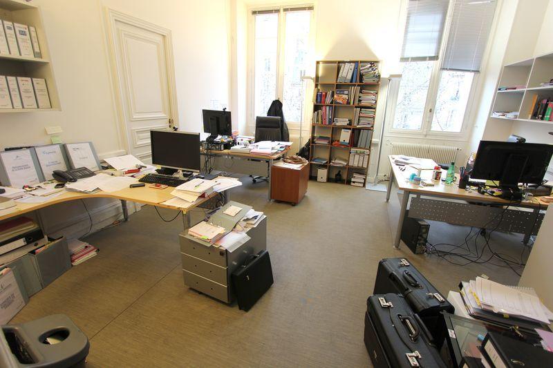 Mobilier de bureau comprenant 3 bureaux avec retour en for Caisson mural bureau