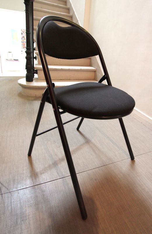 chaise pliante garniture tissu noir lot vendu a lunite avec faculte de reunion. Black Bedroom Furniture Sets. Home Design Ideas