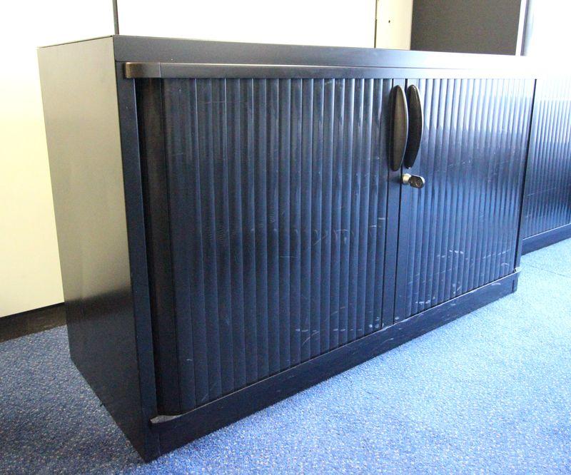 Steelcase petite armoire metallique de couleur noire haut 72 cm larg 120 cm prof 45 cm lot vendu a - Armoire metallique noire ...