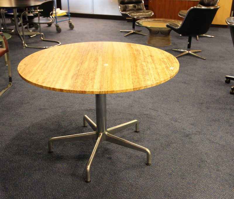 Charles et ray eames 1 table ronde pietement en metal for Plateau table ronde 110 cm