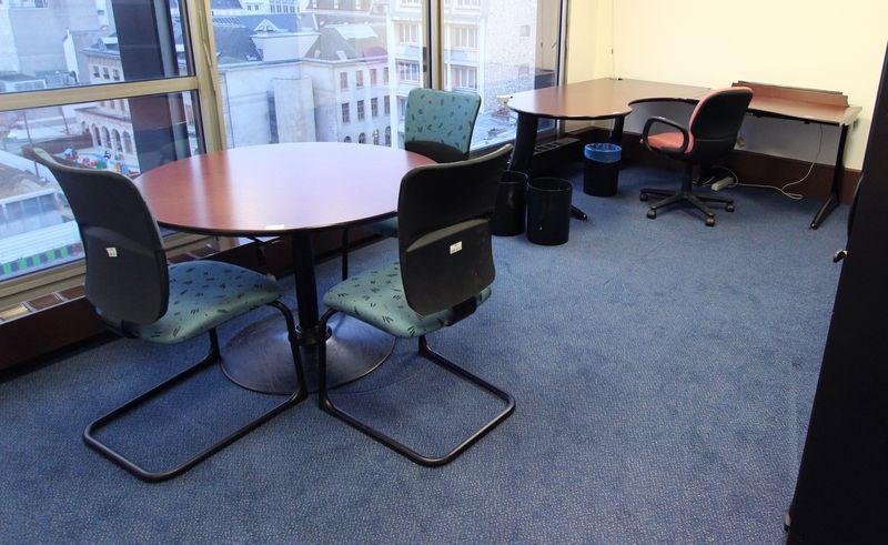 Mobilier steelcase 4 bureaux 1 bureau avec retour 4 for Mobilier bureau 44