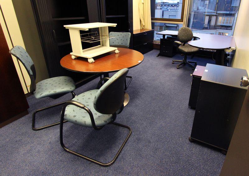 Mobilier steelcase 4 bureaux avec retour 10 caissons 5 fauteuils de bureau 1 fauteuil de reunion 2 - Fauteuil de bureau steelcase ...