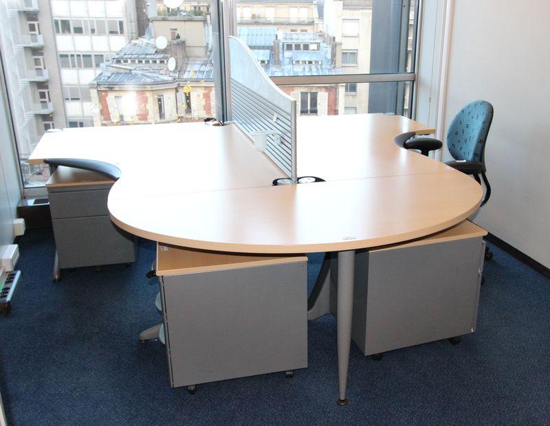 Mobilier steelcase 3 bureaux avec retour 2 bureaux avec for Cloison de separation bureau