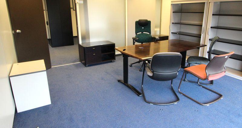 Mobilier steelcase 3 bureaux 2 bureaux avec retour 13 caissons 5 fauteuils de bureau 4 fauteuils de - Fauteuil de bureau steelcase ...