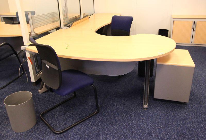 Mobilier steelcase 2 bureaux avec retour 2 caissons 1 for Petit mobilier de bureau