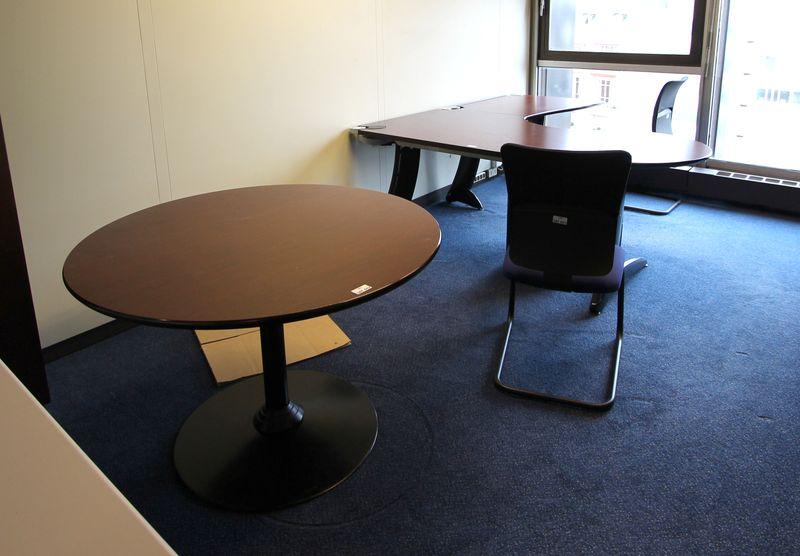 Mobilier steelcase 4 bureaux avec retour 1 bureau 9 caissons 4 fauteuils de bureau 6 chaises dactyl - Fauteuil de bureau steelcase ...