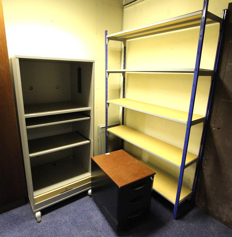 mobilier steelcase 2 grands bureaux avec cloison de separation 2 bureaux avec retour et cloisons de. Black Bedroom Furniture Sets. Home Design Ideas