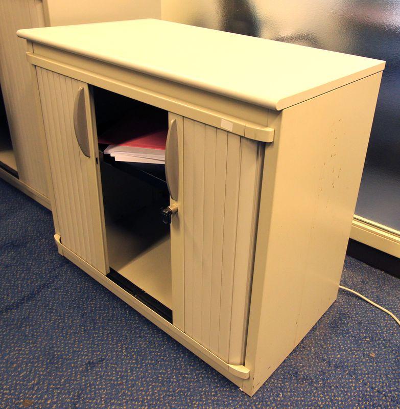Steelcase petite armoire metallique de couleur claire haut 72 cm larg 80 cm prof 45 cm lot vendu a - Petite armoire metallique ...
