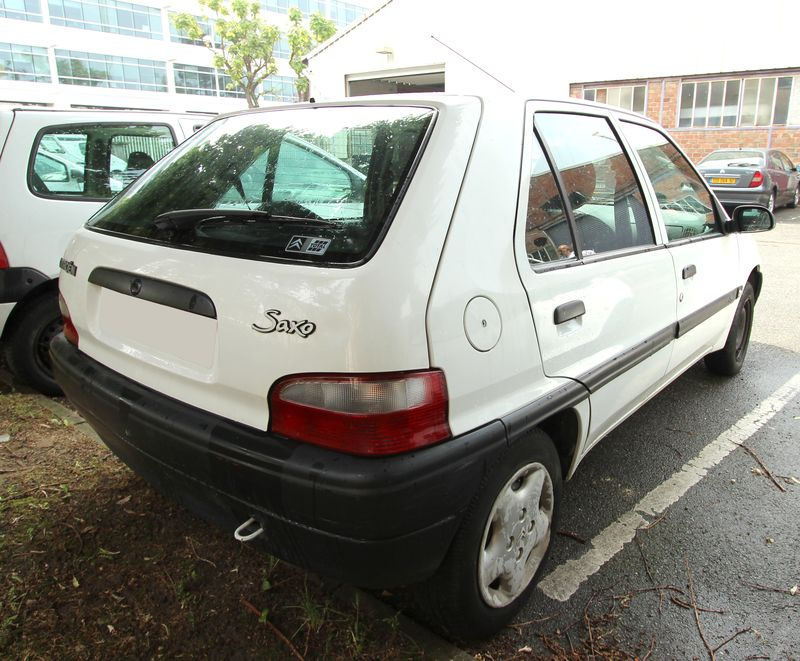 voiture 5 portes location louer voiture petite 5 portes voitures et utilitaires voiture. Black Bedroom Furniture Sets. Home Design Ideas