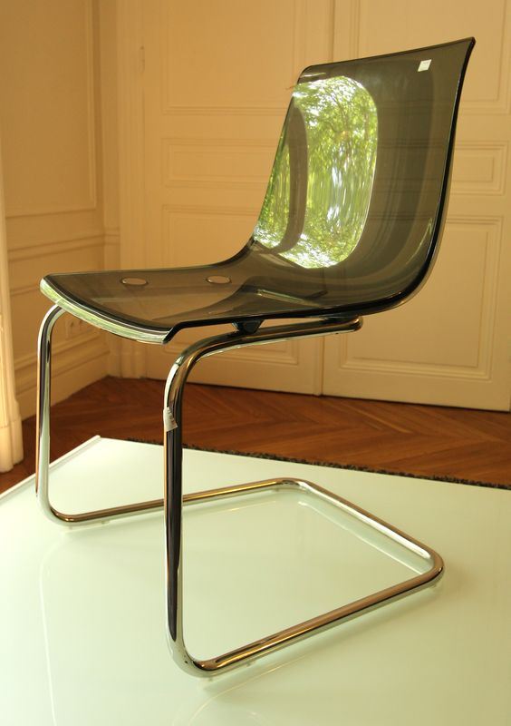 carl ojerstam tobias chaise en port a faux en plastique fume gris et metal chrome h 82 cm. Black Bedroom Furniture Sets. Home Design Ideas