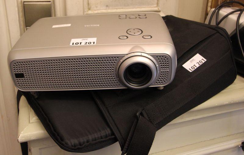1 video projecteur philips lc4441 et sa housse for Chambre de commerce internationale de paris