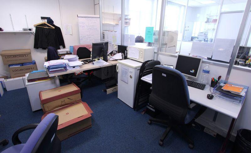 3 bureaux droit en bois clair 1 bureau droit gris 1 bureau for Chambre de commerce internationale de paris