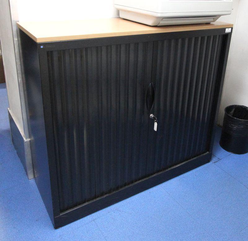 1 table ronde 1 fauteuil de bureau 3 armoires 2 meubles de for Meuble bureau rangement classeur