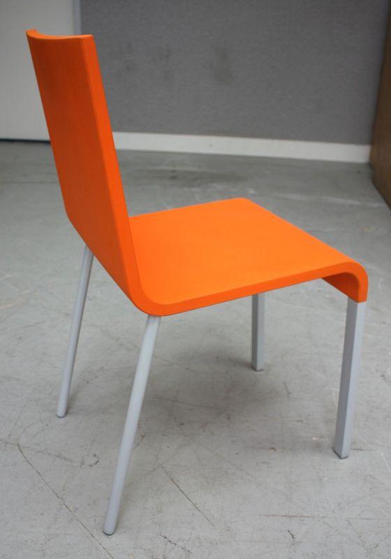 maarten van severen chaise 03 edition vitra assise en mousse polyurethane de couleur rouge coquelic. Black Bedroom Furniture Sets. Home Design Ideas