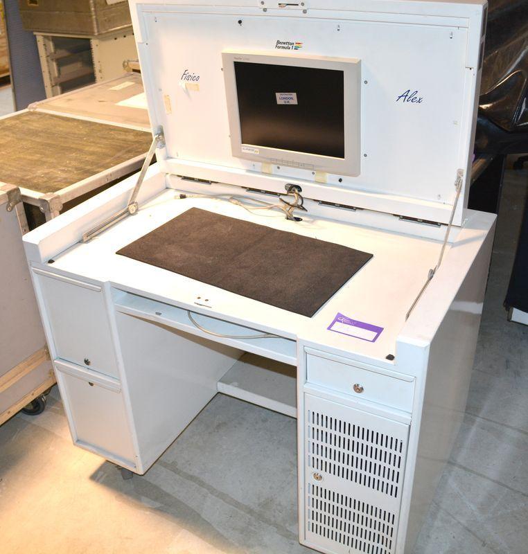 Bureau sur roulettes tout en un avec ecran integre for Bureau avec rangement integre