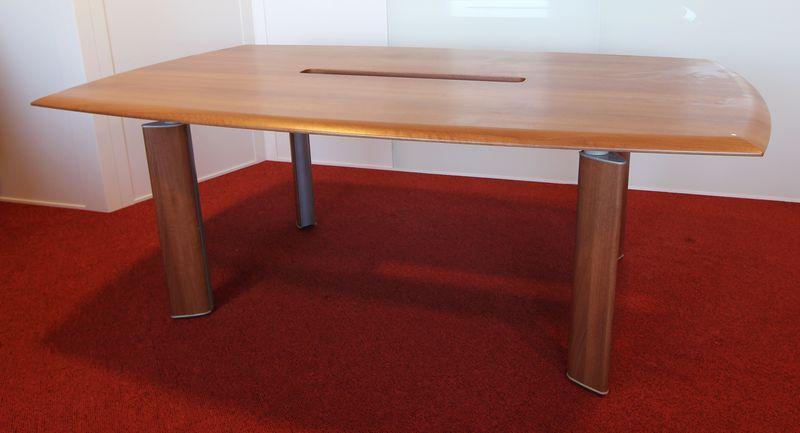 table de reunion rectangulaire sur 4 pieds bois et acier plateau en bois stratifie avec passe cable. Black Bedroom Furniture Sets. Home Design Ideas