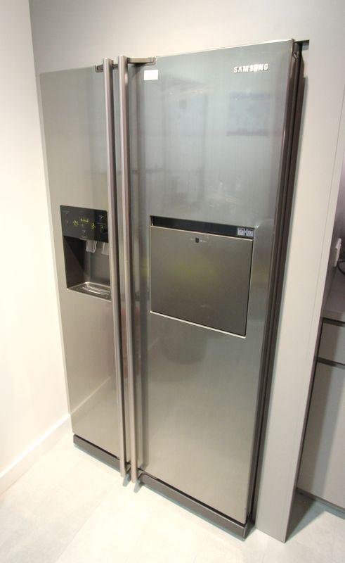 refrigerateur americain de marque samsung modele rsh1feis compartiment easy access eau froide et gl. Black Bedroom Furniture Sets. Home Design Ideas