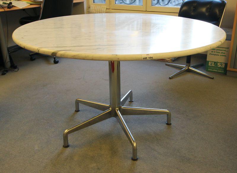 ray et charles eames table circulaire a pietement en metal et plateau en marbre blanc hauteur 74 pl. Black Bedroom Furniture Sets. Home Design Ideas