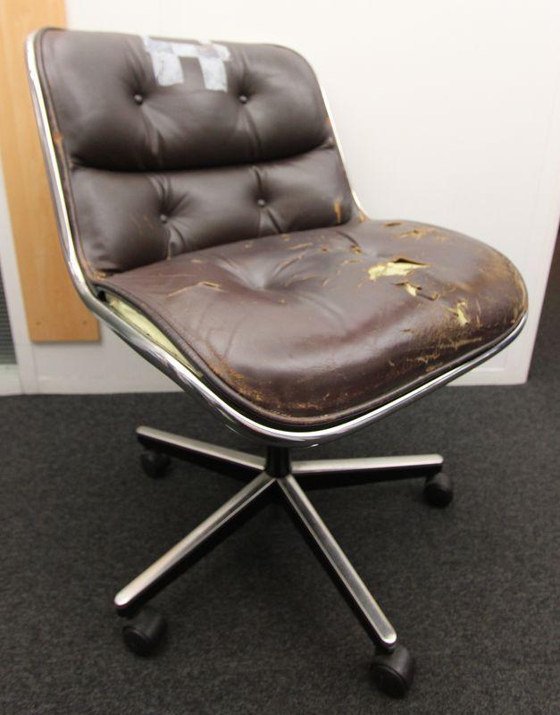 Charles pollock 1902 1988 fauteuil de bureau a coquille monocoque en plastique noir pourtour en alu - Fauteuil de bureau knoll ...