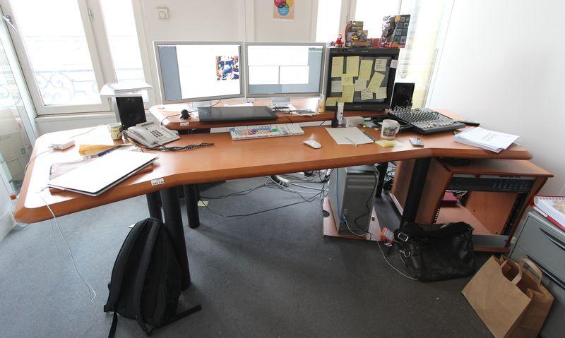 table de montage du bureau buc 603 hauteur 90largeur 220 profondeur cm 130 cm bureau buc 603. Black Bedroom Furniture Sets. Home Design Ideas