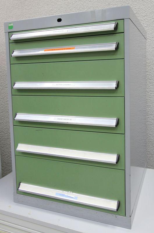 meuble ou caisson metallique a 6 tiroirs a pieces et outils de couleur verte et grise de marque bot. Black Bedroom Furniture Sets. Home Design Ideas