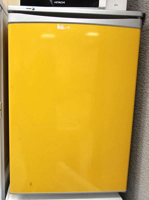 refrigerateur table top de couleur jaune de marque fagor. Black Bedroom Furniture Sets. Home Design Ideas