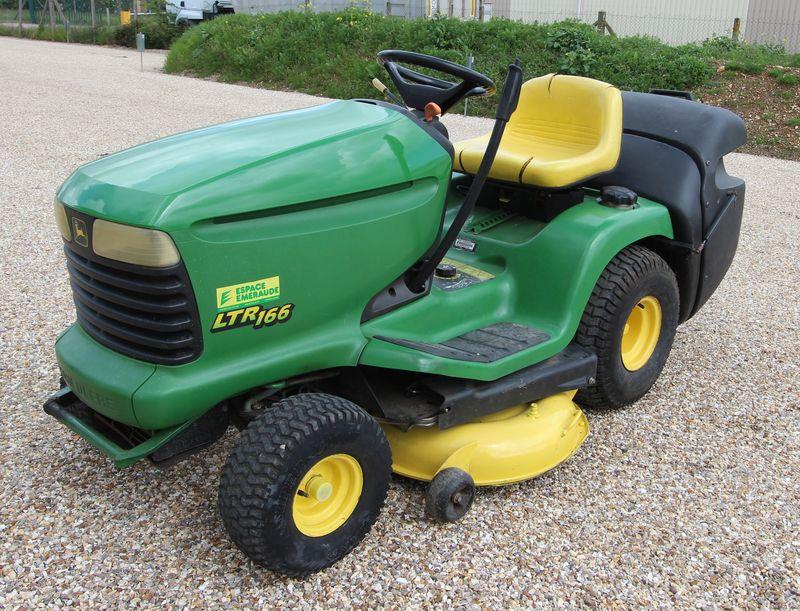 Tracteur tondeuse john deere ltr166 107 cm for Espace vert 2000