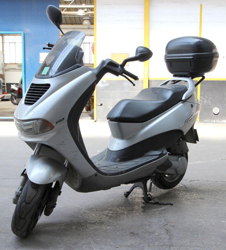 Scooter peugeot elyseo 125 125 cm3 2004 for Garage scooter peugeot