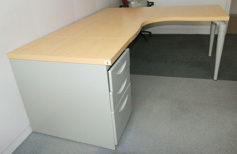 bureau dangle de marque majencia plateau couleur hetre pied gris metal 160 x 160 x 80 cm lot vendu. Black Bedroom Furniture Sets. Home Design Ideas