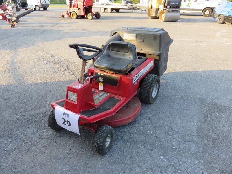 tracteur tondeuse nautac id es sur les parcs et leur quipement de soutien. Black Bedroom Furniture Sets. Home Design Ideas