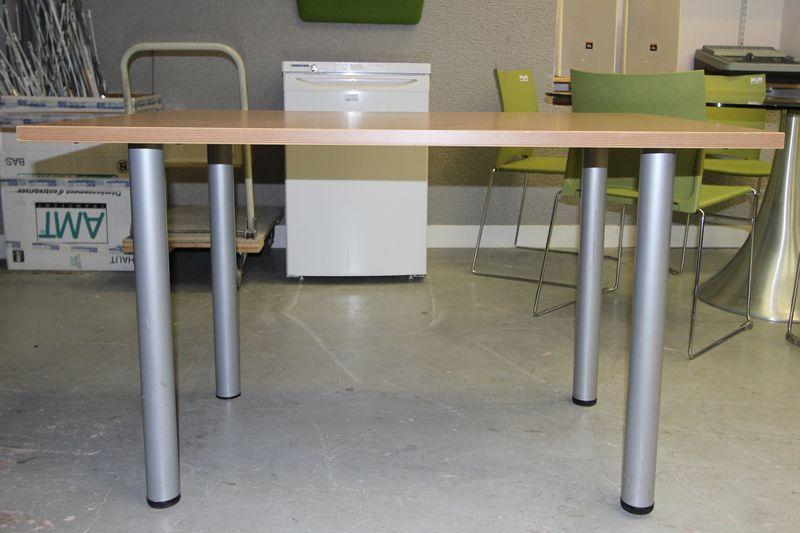 bureau a plateau en melamine bois clair hauteur 73 largeur 120 profondeur 80 cm. Black Bedroom Furniture Sets. Home Design Ideas