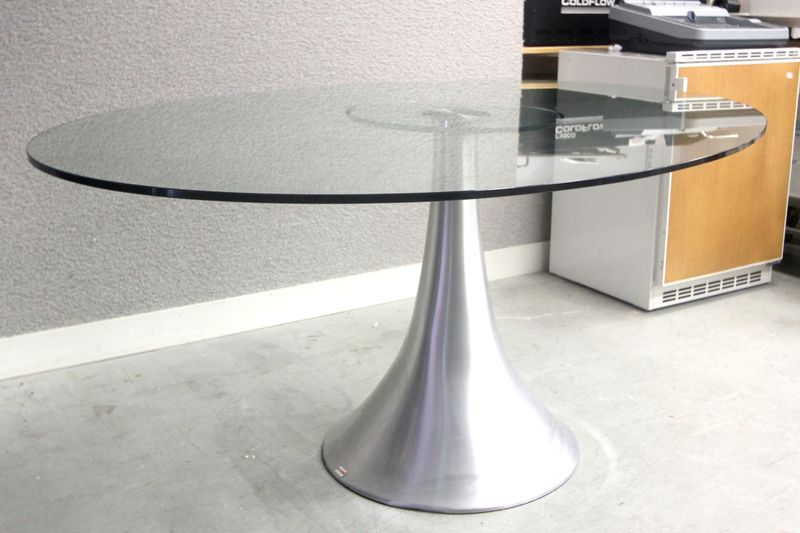 Kare design editeur table ovale modele possibilita a - Table ovale en verre design ...
