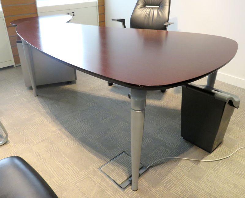 Bureau wenge de marque majencia de forme palette 212 x 115 for Mobilier bureau wenge