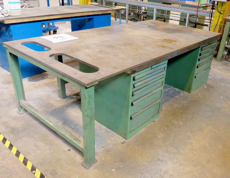 Ilot de travail en metal vert plateau en acier perce et en - Plaque contreplaque marine ...