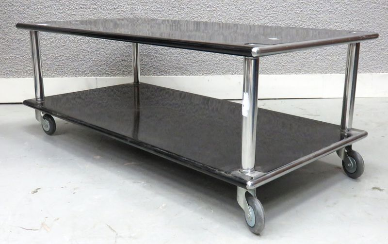 table basse a roulettes en metal et metal laque noir. Black Bedroom Furniture Sets. Home Design Ideas