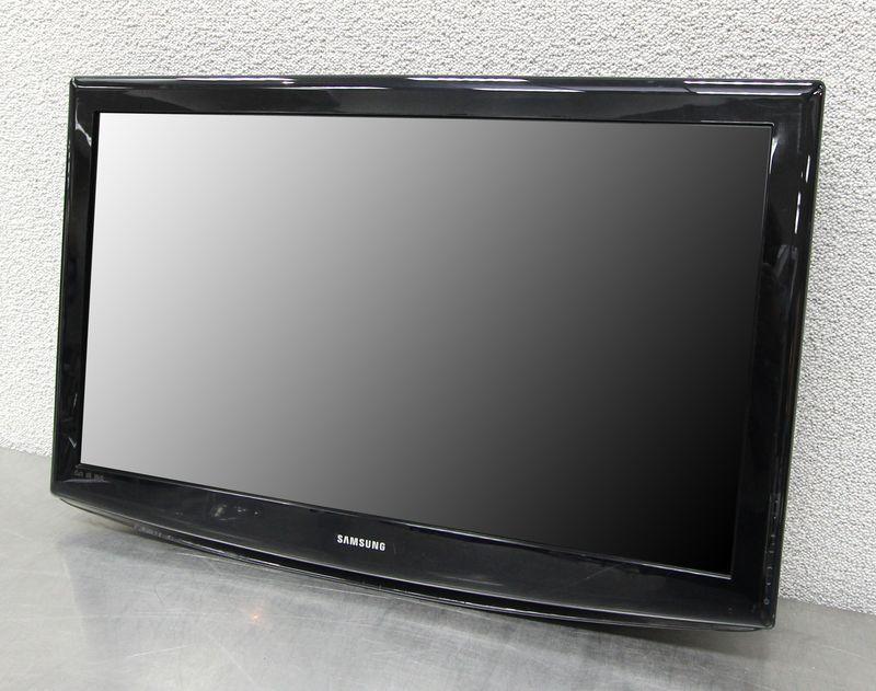 television lcd de marque samsung le40r86bd 40 pouces 101 cm vendue avec son pied ecran fendu. Black Bedroom Furniture Sets. Home Design Ideas