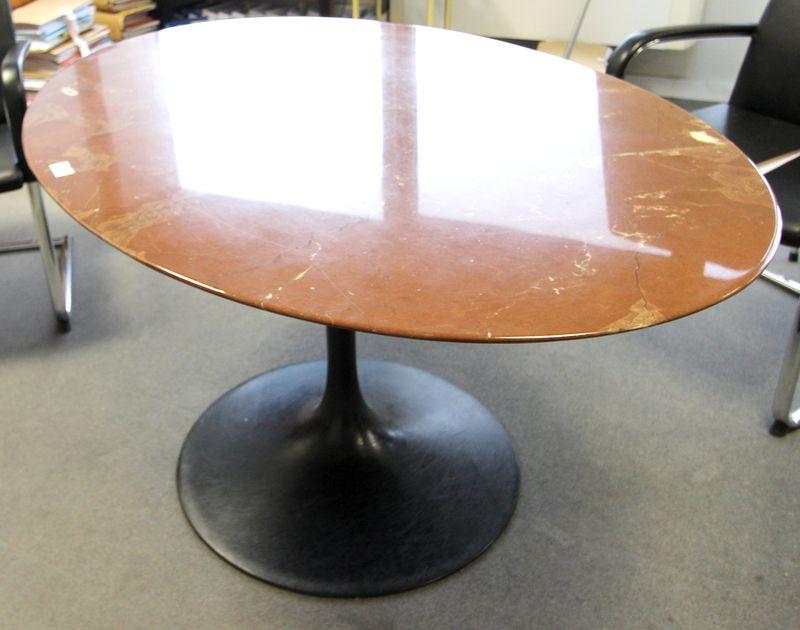 Saarinen dans le gout de table circulaire a plateau de marbre