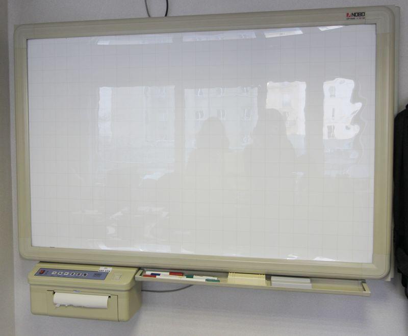 Tableau blanc electrique de marque nobo modele tuv gs imprimante