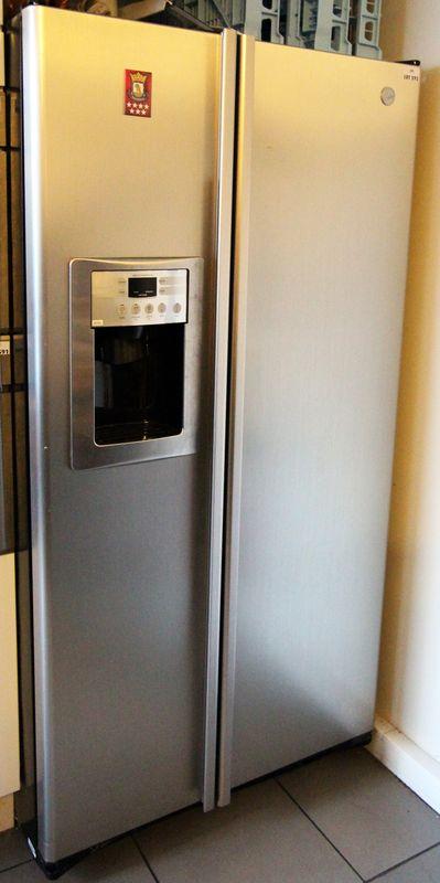 Refrigerateur congelateur americain deux portes avec machine a glacon de marque hoover modele hsxs5 - Refrigerateur deux portes ...