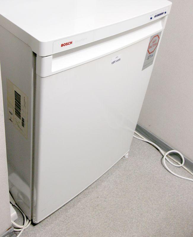 refrigerateur table top avec compartiment congelateur de. Black Bedroom Furniture Sets. Home Design Ideas